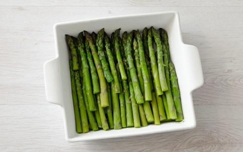 Preparazione Asparagi al forno con prosciutto e fontina - Fase 1