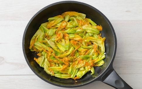 Preparazione Frittata ai fiori di zucca - Fase 2