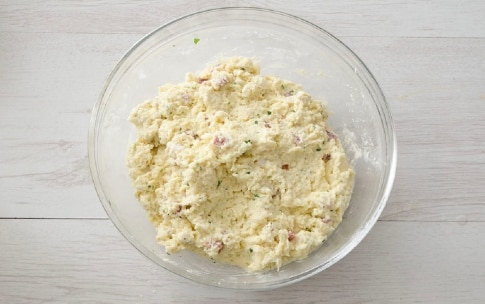 Preparazione Gnocchi di pane al salame - Fase 3