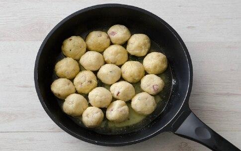Preparazione Gnocchi di pane al salame - Fase 4