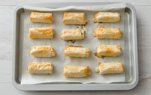 Preparazione Involtini di pasta fillo con mele, pancetta e formaggio  - Fase 3