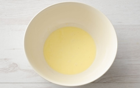 Preparazione Maccheroncini ai würstel, panna e uovo - Fase 2