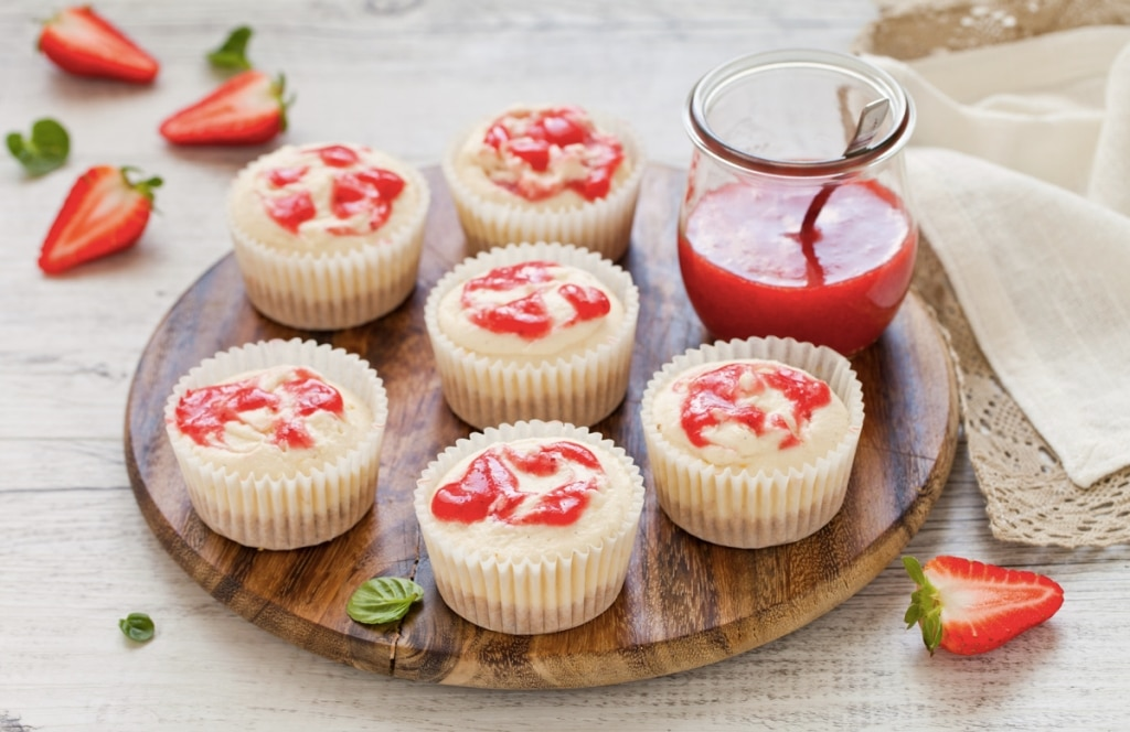 Mini cheesecake marmorizzate alle fragole