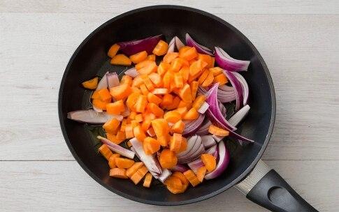 Preparazione Padellata di piselli e fave con verdure - Fase 2