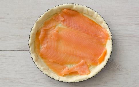Preparazione Quiche al salmone affumicato - Fase 3