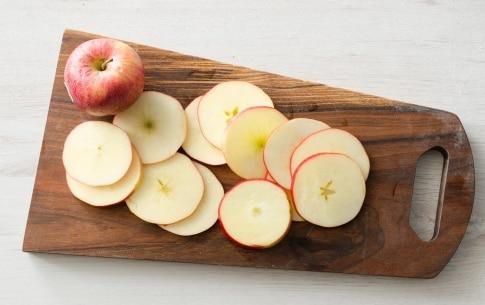 Preparazione Sandwich con mele, speck, formaggio filante - Fase 1