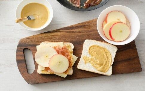 Preparazione Sandwich con mele, speck, formaggio filante - Fase 3