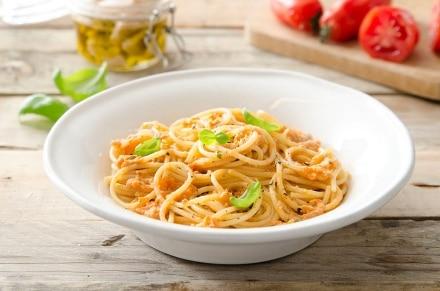 Spaghetti al pomodoro e tonno
