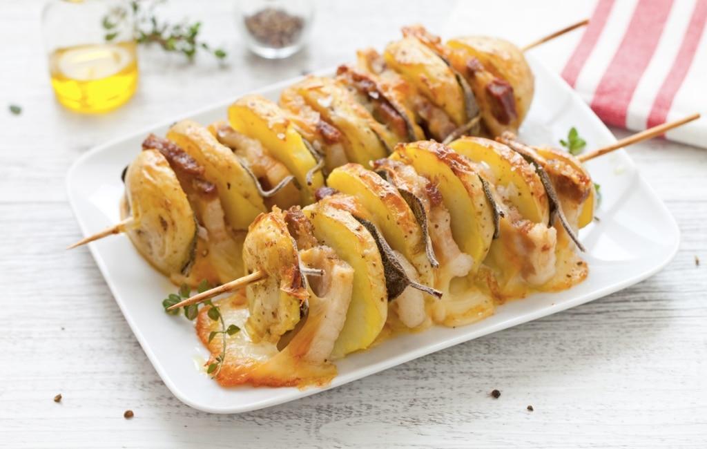 Spiedini di patate, scamorza e pancetta