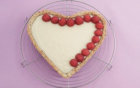 Preparazione Crostata alla rosa con crema, cioccolato e lamponi - Fase 2