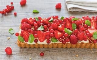 Crostata con savoiardi e frutti rossi
