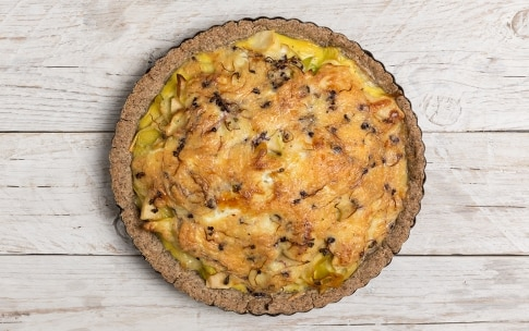 Preparazione Crostata salata con germogli di ravanello - Fase 5