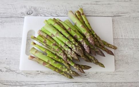 Preparazione Involtini di pasta sfoglia con asparagi, ricotta, pancetta e semi di nigella  - Fase 1