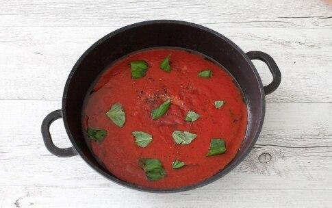 Preparazione Nidi di spaghetti al forno con mozzarella e salsa di pomodoro alla vaniglia  - Fase 1