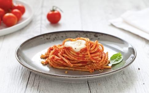 Preparazione Nidi di spaghetti al forno con mozzarella e salsa di pomodoro alla vaniglia  - Fase 3