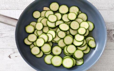 Preparazione Quiche alle zucchine, fiori di zucca e mozzarella  - Fase 1