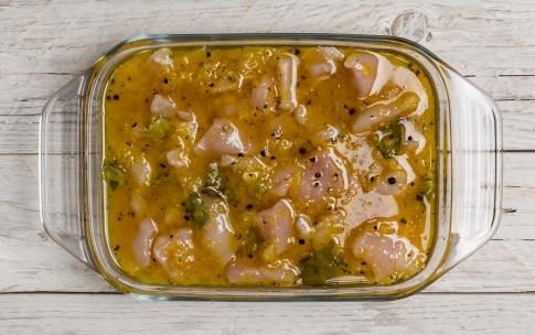 Preparazione Spiedini di pollo al limone e miele - Fase 1