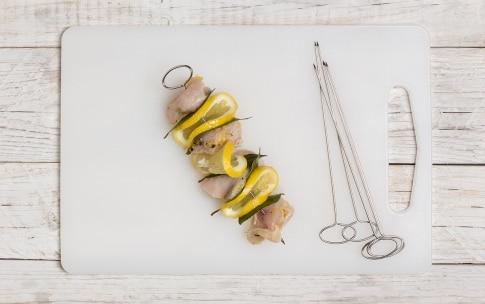 Preparazione Spiedini di pollo al limone e miele - Fase 2
