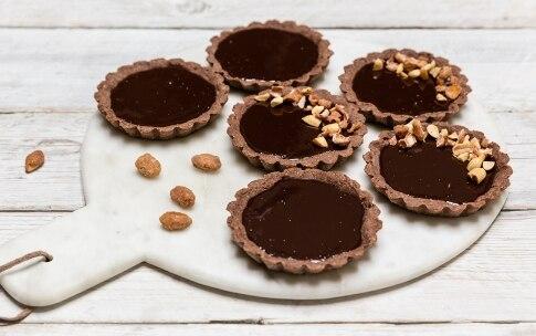 Preparazione Tartellette al cioccolato e frutta secca - Fase 5