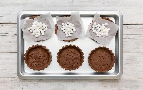Preparazione Tartellette al cioccolato e frutta secca - Fase 3