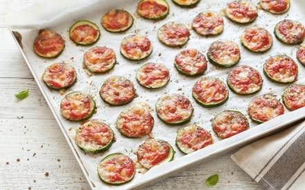 Pizzette di zucchine con pomodoro e mozzarella