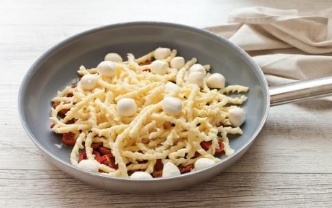 Preparazione Busiate con mozzarelline e pomodori confit - Fase 2