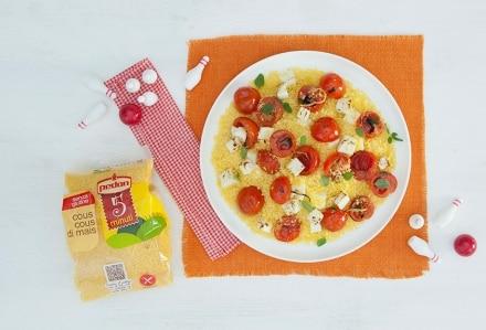 Cous cous freddo con pomodorini alla feta, limone e aromatiche