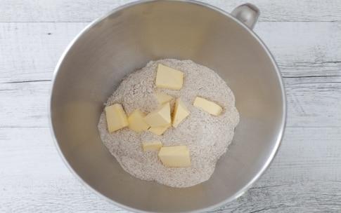 Preparazione Crostata alle ciliegie di Vignola con frangipane alle nocciole - Fase 1