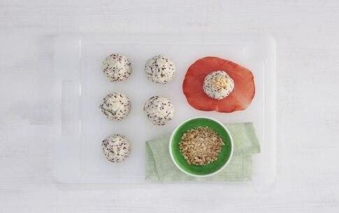 Preparazione Fagottini di bresaola con polpettine ai pinoli e melone - Fase 2