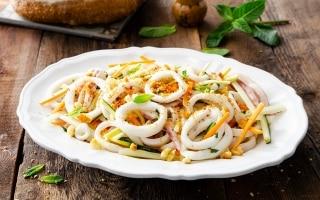 Insalata di calamari, verdure e briciole...