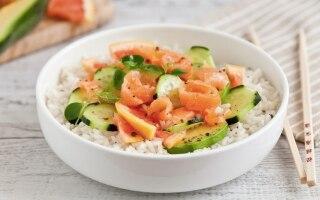 Insalata di riso con salmone,...