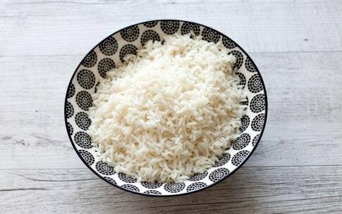 Preparazione Insalata di riso con salmone, avocado, pompelmo rosa e cetriolo  - Fase 1