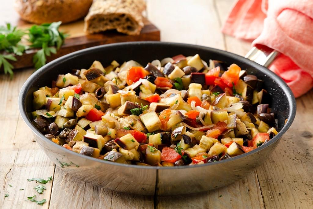 Melanzane in padella con olive e capperi