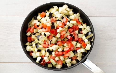 Preparazione Melanzane in padella con olive e capperi - Fase 2