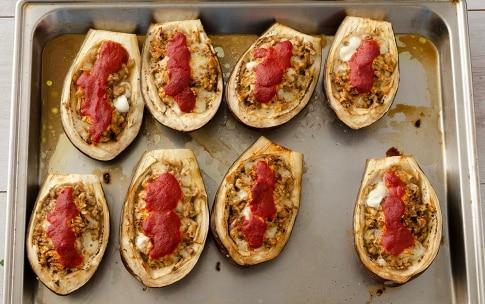 Preparazione Melanzane ripiene con mozzarella - Fase 3