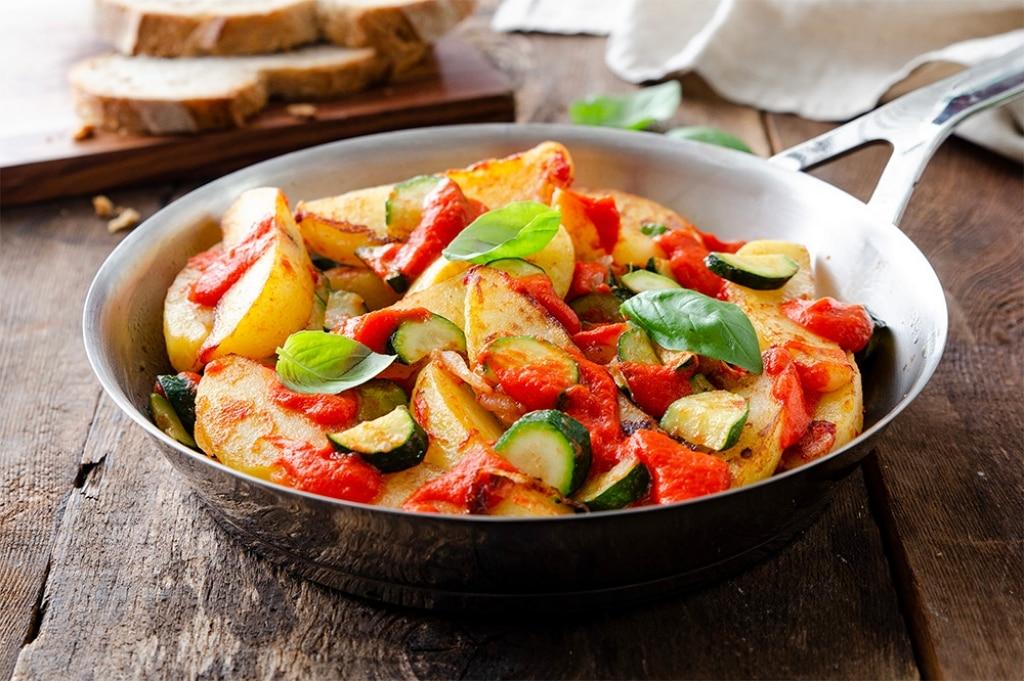 Padellata di verdure con peperoni abbrustoliti