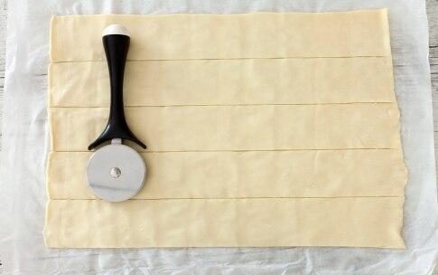Preparazione Rose di pasta sfoglia alle pesche - Fase 1