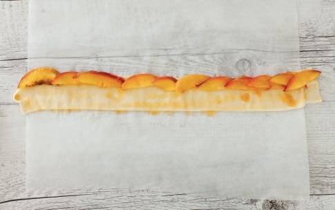 Preparazione Rose di pasta sfoglia alle pesche - Fase 2