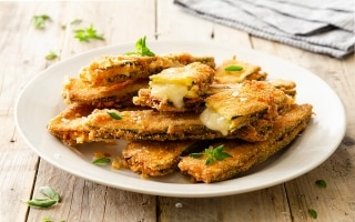 Zucchine impanate ripiene al formaggio