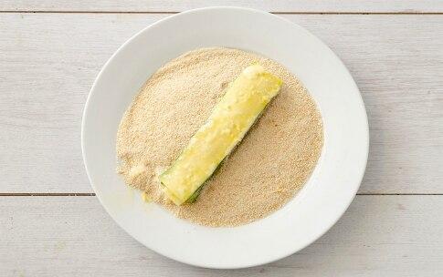 Preparazione Zucchine impanate ripiene al formaggio - Fase 4