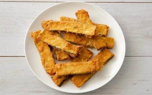 Preparazione Zucchine impanate ripiene al formaggio - Fase 5