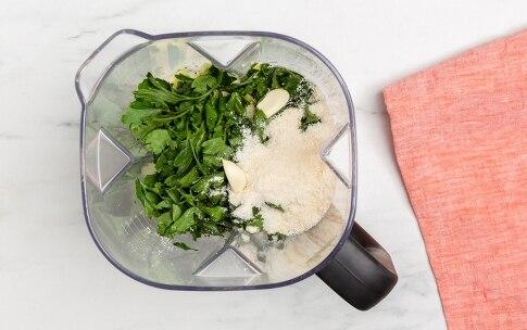 Preparazione Busiate con pesto di zucchine - Fase 1