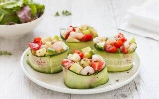 Cestini di cetrioli con avocado, gamberetti,...