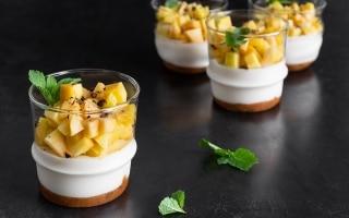 Cheesecake di pesche, cacao e amaretti