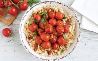 Curry estivo di pomodorini e riso al...