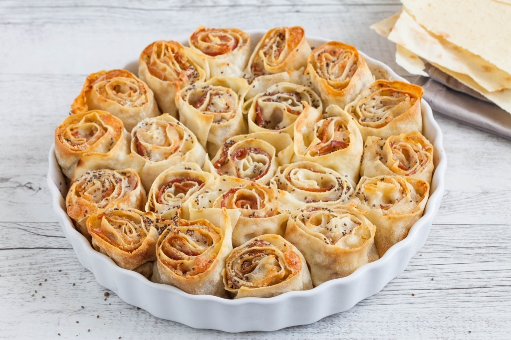 Girelle di pane carasau alla pancetta, mozzarella e semi di chia