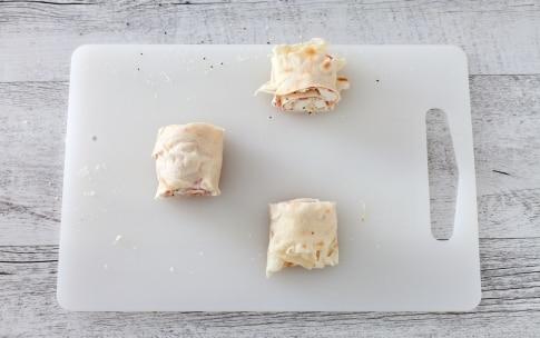 Preparazione Girelle di pane carasau alla pancetta, mozzarella e semi di chia - Fase 2