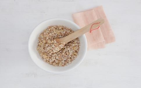 Preparazione Insalata ai cinque cereali con salmone, ananas e pomodorini - Fase 2
