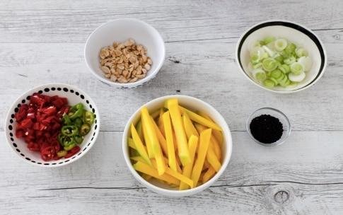 Preparazione Insalata di avocado, mango e carote - Fase 2