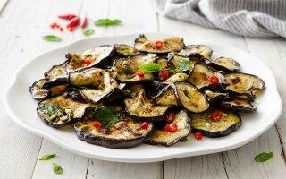 Melanzane marinate con capperi e peperoncino